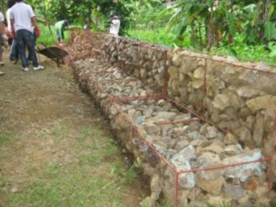 Build Flood Defences in a Filipino Community