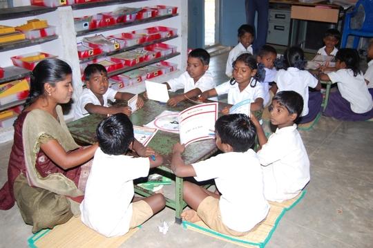 Para teacher teaching children