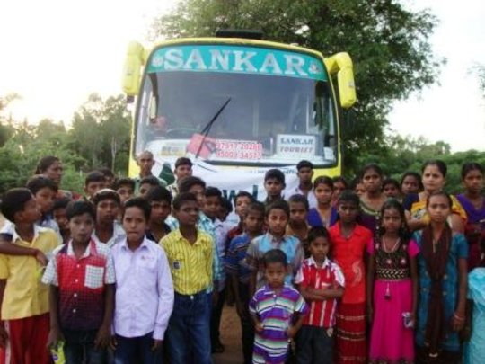 Coaching class children on exposure trip