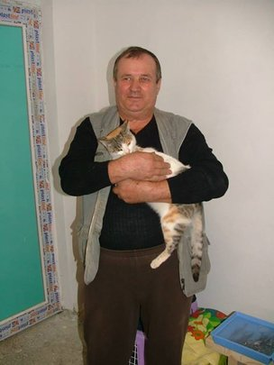 a wonderful man gets his beloved kitty spayed