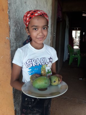 Genesis with her mangoes.