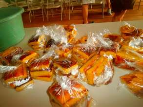 Vincenta bakes corn bread & sells door to door