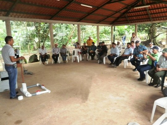 Technical presentation to leaders of Nueva Guinea