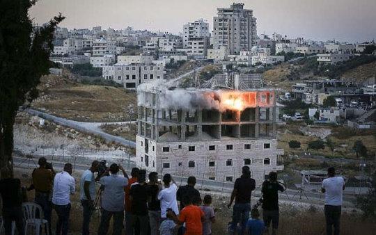 Apt bldg demolished in Wadi Hummus, E. Jerusalem