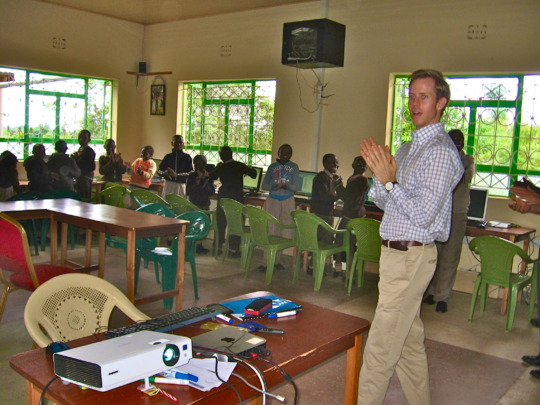 Luke from Karibu Center with students at the lrc