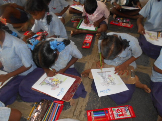 Children are drawing