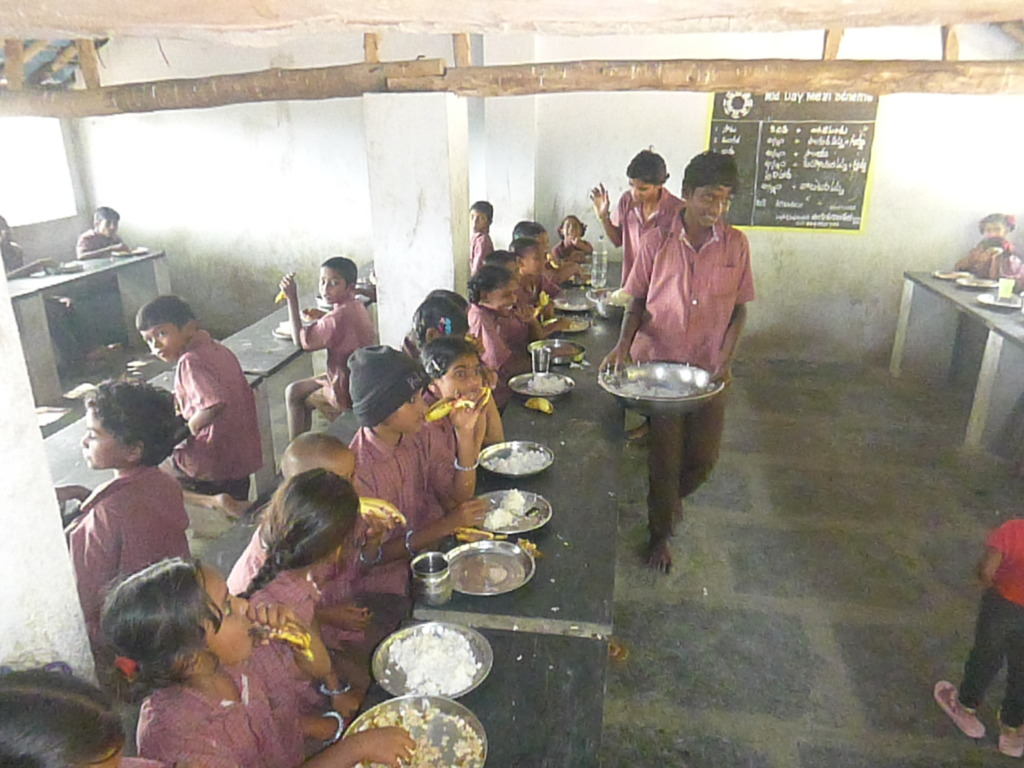 Children are having lunch at dinning hall