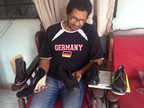 Jhon Jairo Arango Corredor, Yamigis shoes's owner