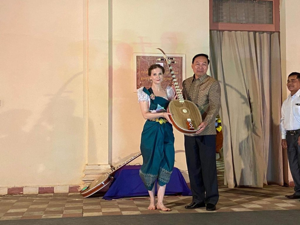 Presentation of a Chapey Dong Veng Instrument