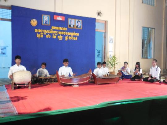 Scholarship students perform Pin Peat