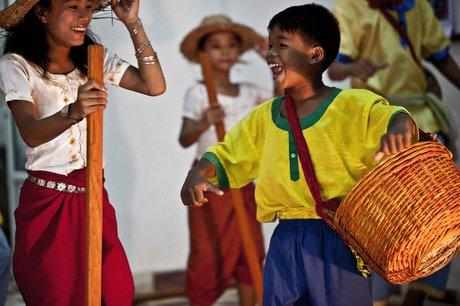 Free Arts Training for 150 Children in Cambodia