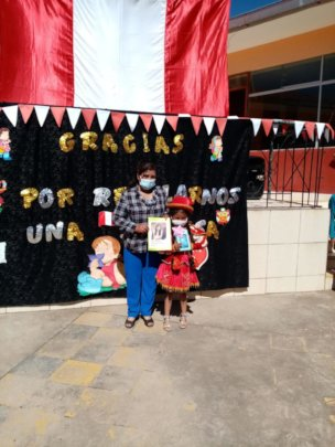 Mother/Daughter receive honor & tablet reward