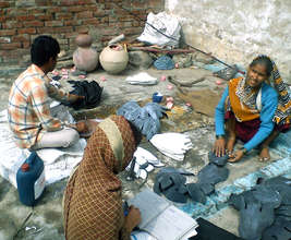 Family at work in urban slums of Agra( India)