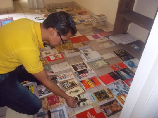 Saul organizing our library at La Academia