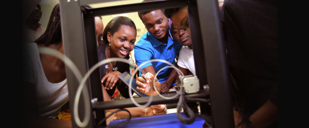 Students tinker with new 3D printer