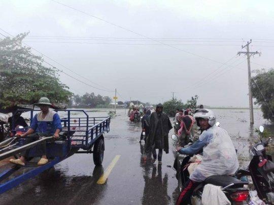 Flooded roads in Battambang province.