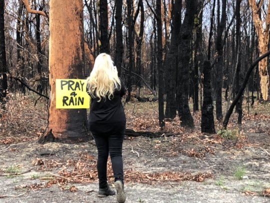 Signs praying for rain & thanking fire fighters.