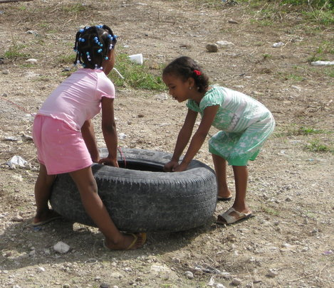 Children playing in Domingo Maiz