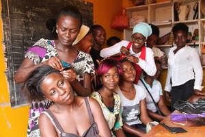women learning to braid hair