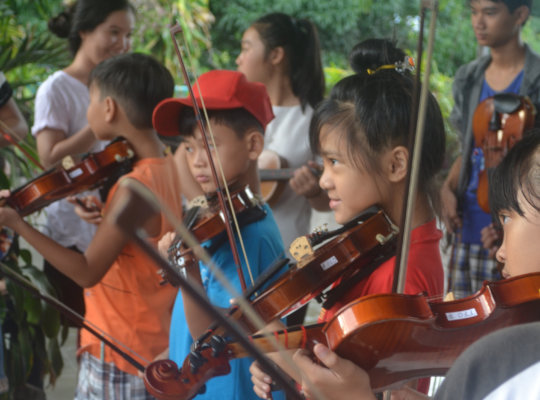 Community Music Program for Poor Vietnamese Youth