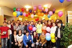 Help Russian orphans get education & socialize