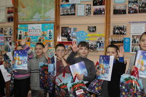 Blind kids enjoying the WInter tales books
