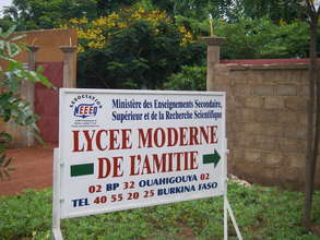 New sign for Lycee Moderne de l'Amitie