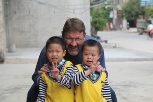 Robert Glover and two of Daxing's foster children