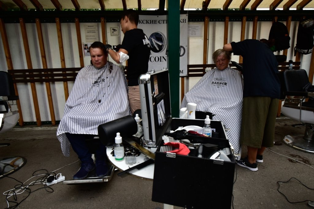 Street haircut campaign for the homeless