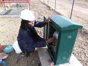 Marcel installs electricity monitoring at a clinic