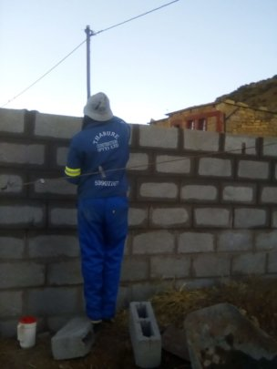 Professional Mason laying bricks for the new house