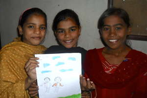 The Pakistan Girls LitClub Create a Mural