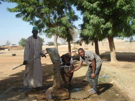 Hand pump rehabilitated by community and SHF