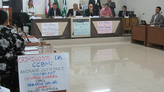 Signs of protest at a city meeting on Belo Monte.