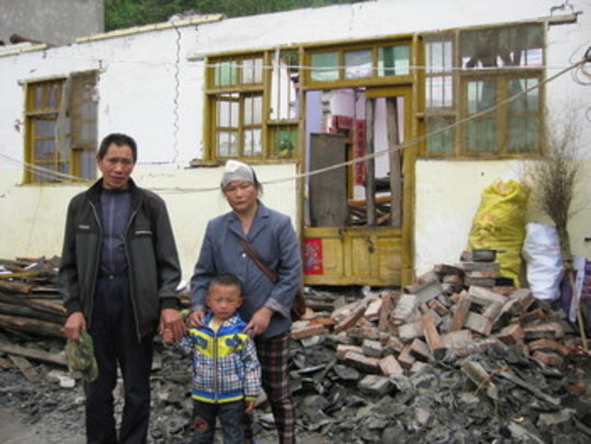 4 year old Li Yangcheng with his grandparents