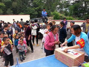 Parents and children wait in line for aid in Sujia