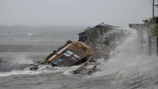 Coastal Houses Wash Away (Source: AP)