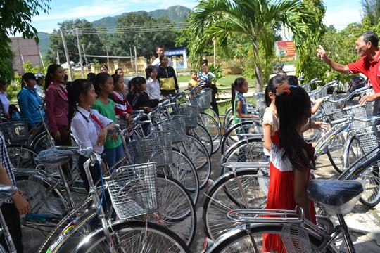 Bike Giving Cam Lam, Vietnam
