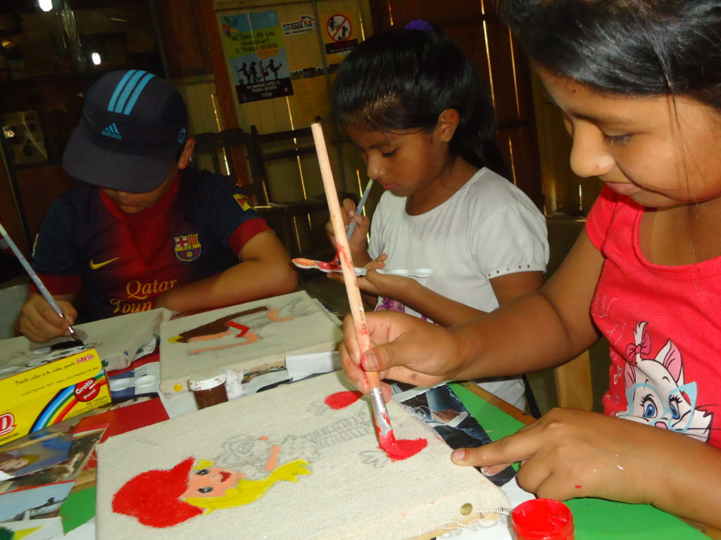 Children painting at the Ludoteca