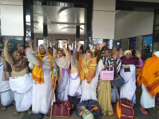 Widow mothers waiting for their first group travel