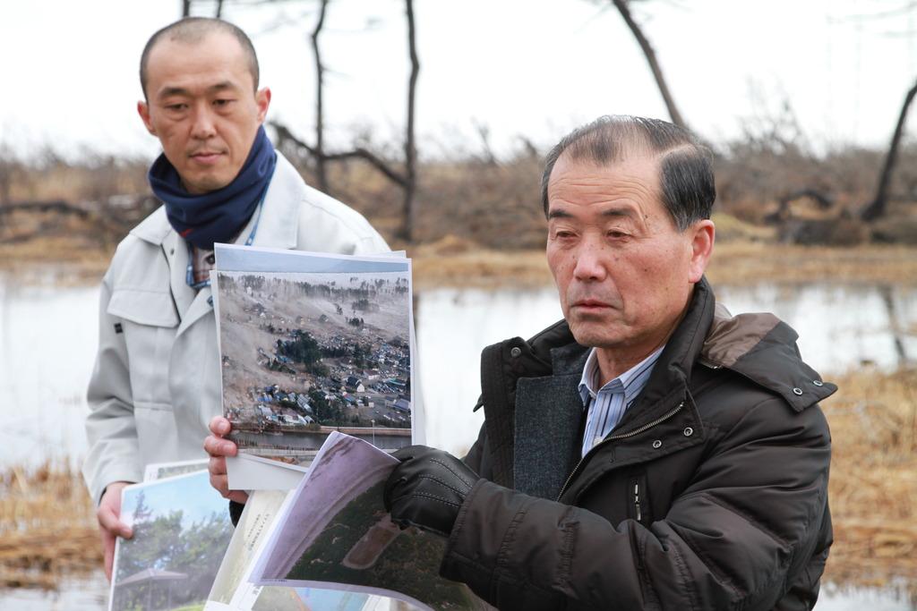 Suzuki Eiji showing the tsunami damage.