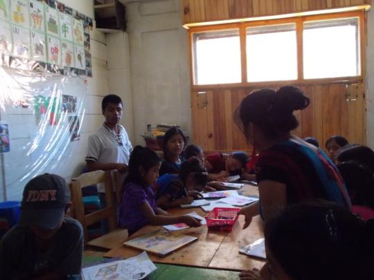 Antonio leading English tutoring hours