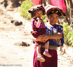 Mother and daughter of Chajul
