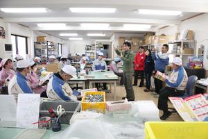 Katsuhiko Kyono giving a strategy lesson