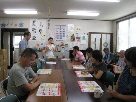 Yumi Terahata explaining disaster prep basics