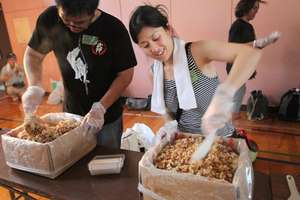 Yumi Terahata mixing instant rice