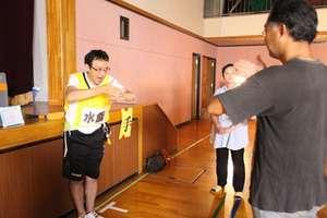 Mr. Miyashita teaching useful sign language
