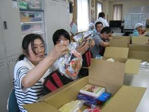 Participants examining a bag of emergency rations