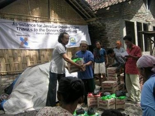 Assistant for family eartquake victims in Bantul
