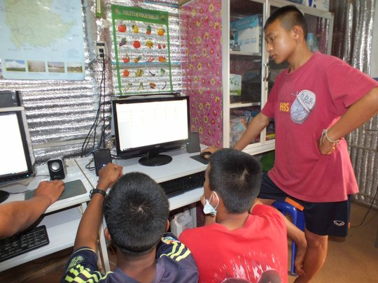 Computer class at Koung Jor Shan refugee camp